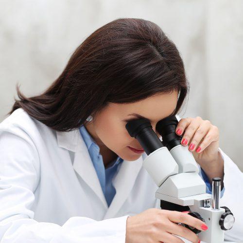Offenbach sección quienes somos química mujer laboratorio