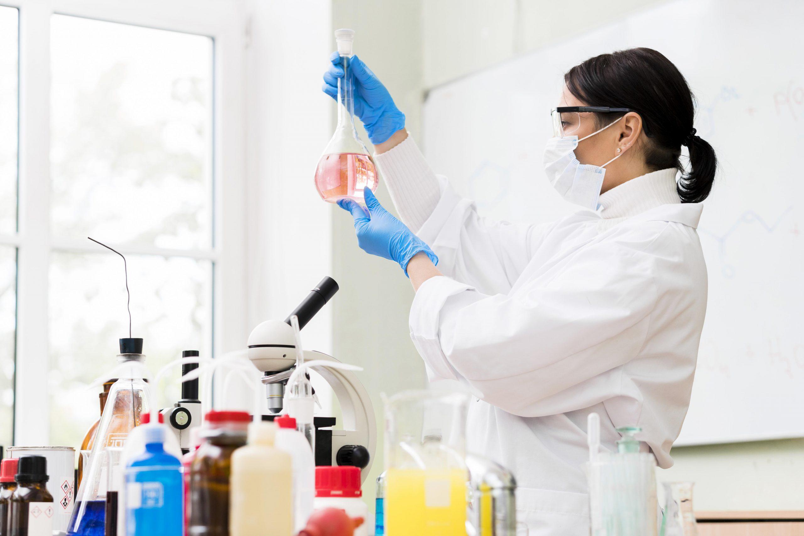 Offenbach sección quienes somos valores química mujer laboratorio